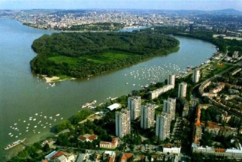 Novi Beograd.jpg