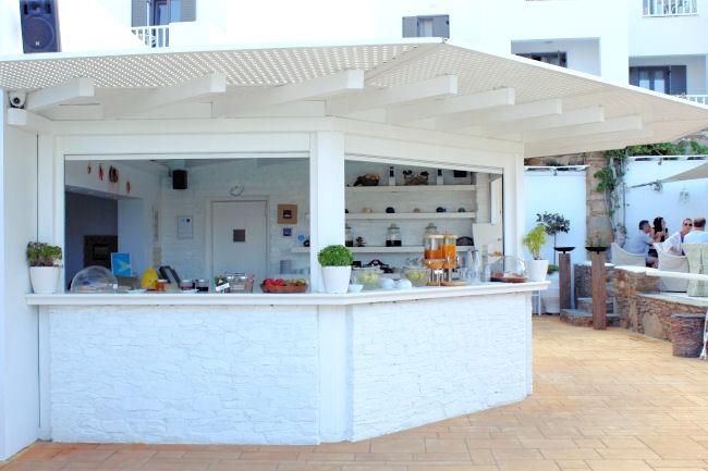 letovanje/grcka/ios/liostasi/liostasi-hotel-spa-ios-greece-breakfast-by-the-pool-3.JPG
