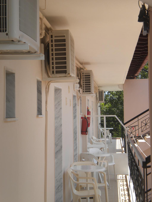 letovanje/grcka/plihrono/bglucky4/teramvos/back-side-balkonies.JPG