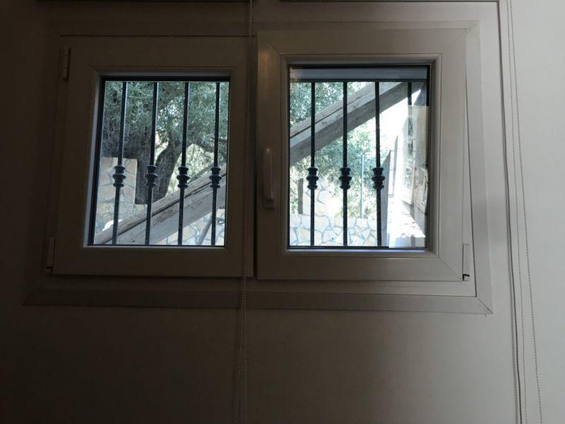 letovanje/grcka/sivota/nicolas/prozor-u-spavacoj-2.jpg