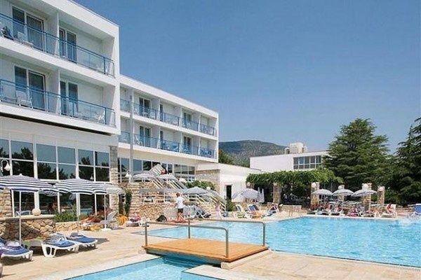 letovanje/hrvatska/brac/bonaca/hotel-bluesun-bonaca-brac-hrvaska-73100442.jpg