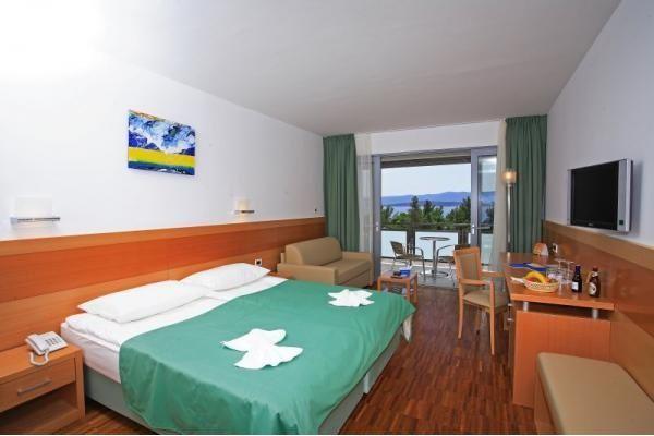 letovanje/hrvatska/brac/elephausa/hotel-bluesun-elaphusa-brac-hrvaska-77100470.jpg