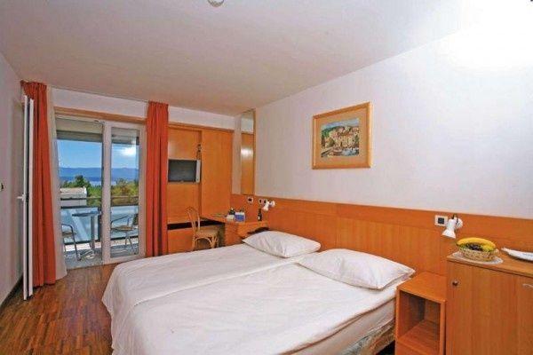 letovanje/hrvatska/brac/elephausa/hotel-bluesun-elaphusa-brac-hrvaska-77100476.jpg