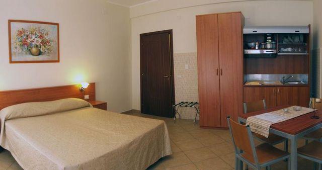 letovanje/italija/sicilija/kalaskiso/aparthotel-kalaskiso-giardini-naxos-004.jpg