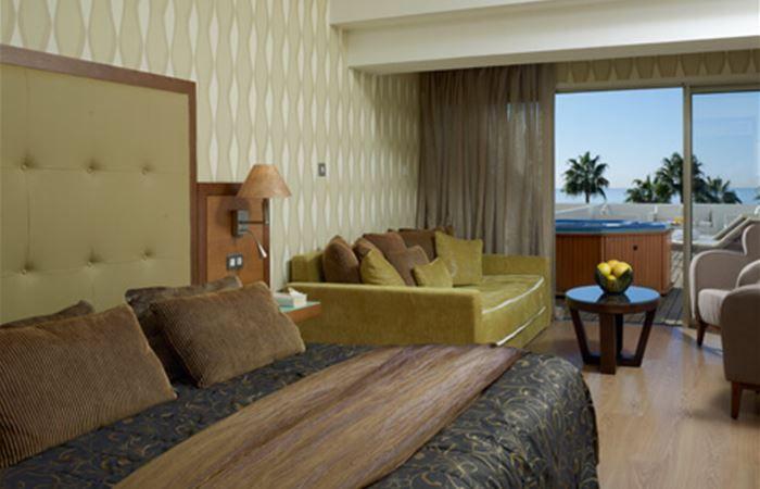 letovanje/kipar/limasol/atlantica/terrace-honeymoon-deluxe-room-1.jpg
