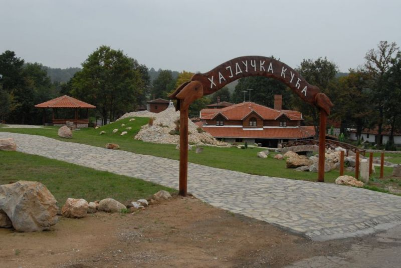 planine/rtanj/balasevic/1584462282-hajducka-kuca-01.jpg