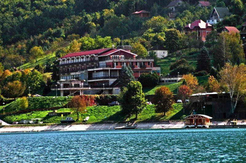 zimovanje/srbija/tara/id50-hotel-jezero-perucac-s12.jpg